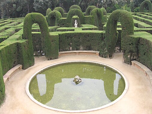 Labyrinth park of horta barcelona sygic travel for Bar jardin barcelona