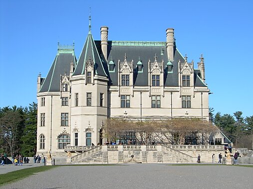 Asheville (NC) United States  city photos gallery : Biltmore House south facade , with the Biltmore gardens Library ...