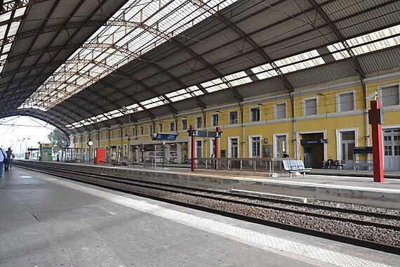 avignon central railway station avignon tripomatic. Black Bedroom Furniture Sets. Home Design Ideas