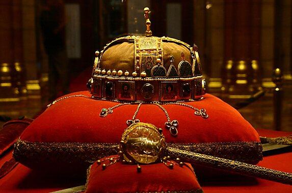 Crown Of Saint Stephen Budapest Sygic Travel