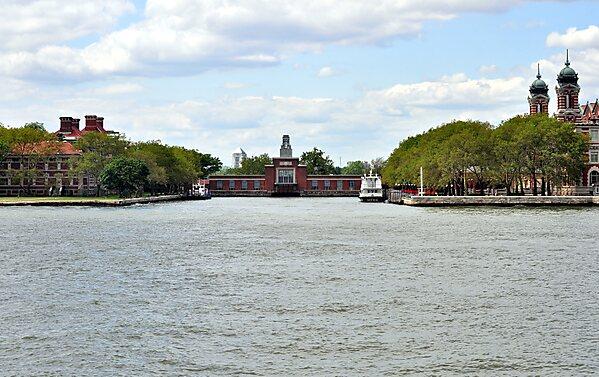 Ellis island ferry new york sygic travel for Attractions near new york city