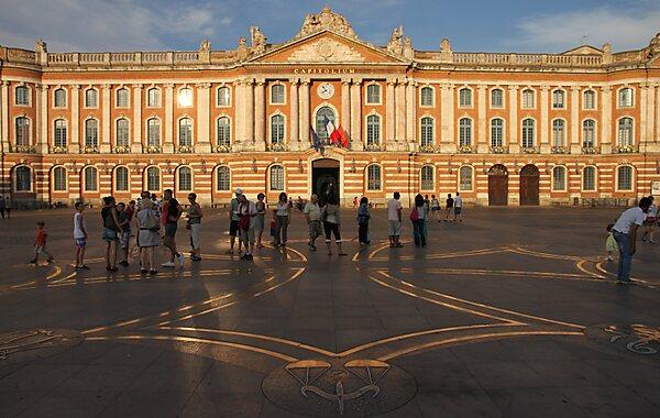 Place Du Capitole De Toulouse Toulouse Tripomatic