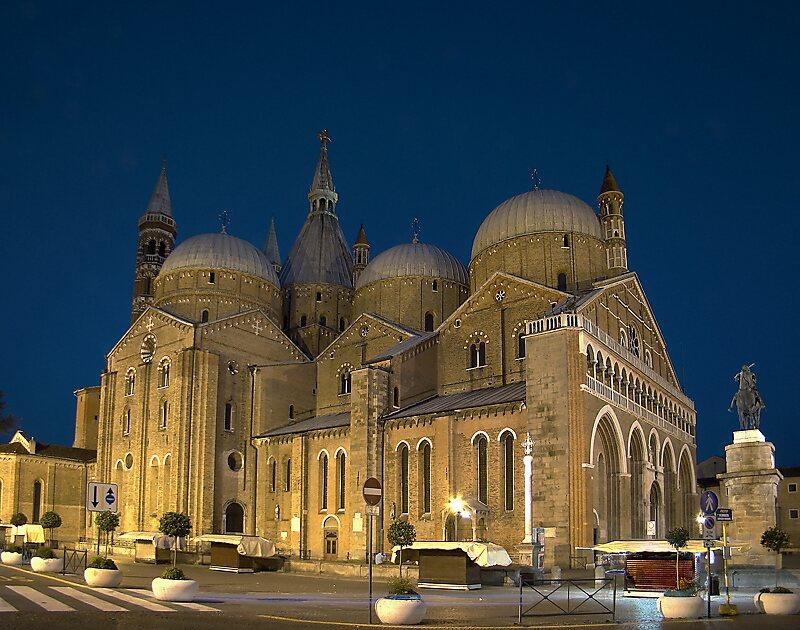 basilica of saint anthony of padua padova sygic travel. Black Bedroom Furniture Sets. Home Design Ideas